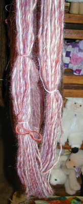 Skein of low-twist singles yarn
